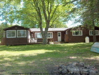 1075 pine lake rd, West Guilford Ontario, Canada Located on Pine Lake